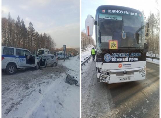 Gənc hokkeyçilərin avtobusu qəzaya düşüb