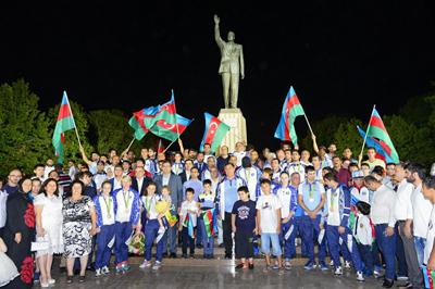 Olimpiyaçılarımız Vətəndə böyük coşğu ilə qarşılandılar - FOTOLAR